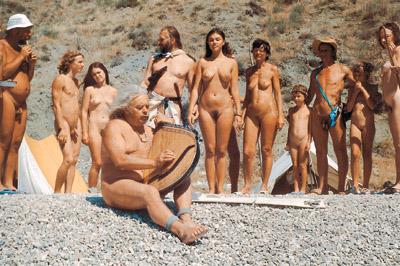 golie-nudisti-na-sanatoriy